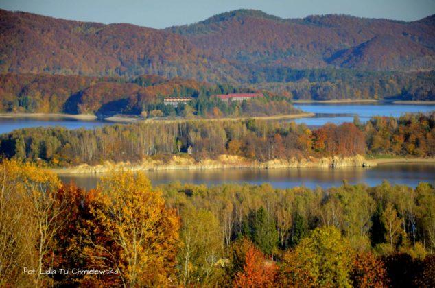 Słońce wydobywa barwy punkt widokowy Polańczyk 634x420 - Jesień w Bieszczadach - fotogaleria