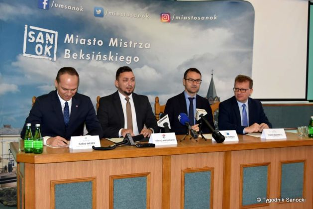 konferencja 1 629x420 - Ponad 8 milionów złotych dla Sanoka