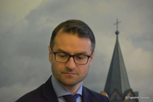 konferencja 17 629x420 - Ponad 8 milionów złotych dla Sanoka