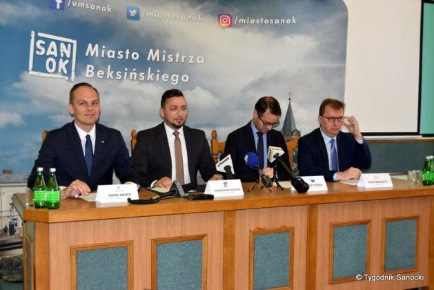 konferencja 2 629x420 - Ponad 8 milionów złotych dla Sanoka