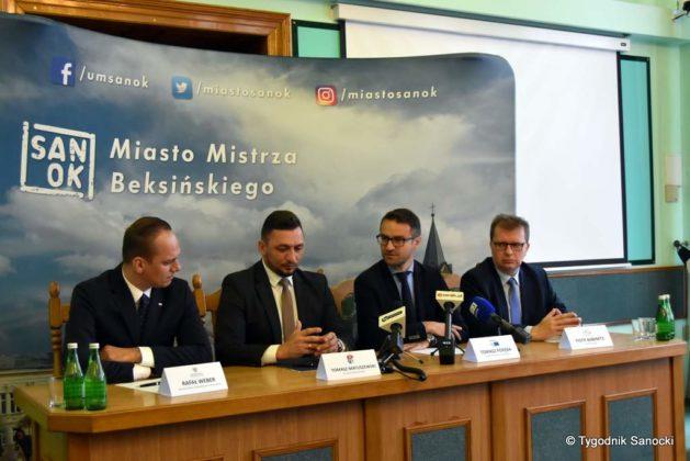 konferencja 22 629x420 - Ponad 8 milionów złotych dla Sanoka