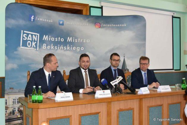 konferencja 24 629x420 - Ponad 8 milionów złotych dla Sanoka