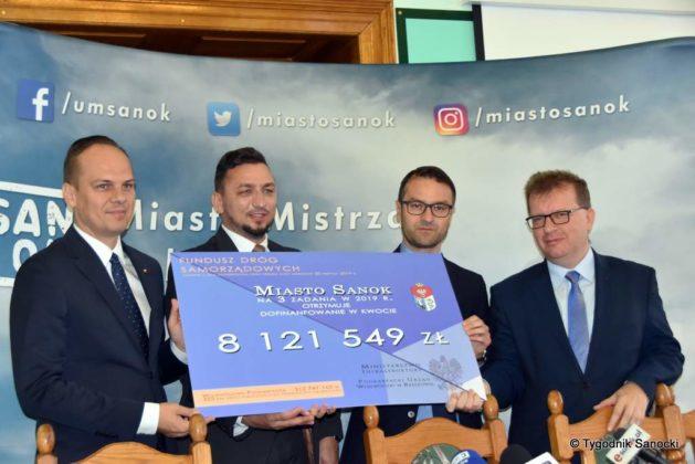 konferencja 26 629x420 - Ponad 8 milionów złotych dla Sanoka
