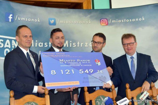 konferencja 27 629x420 - Ponad 8 milionów złotych dla Sanoka