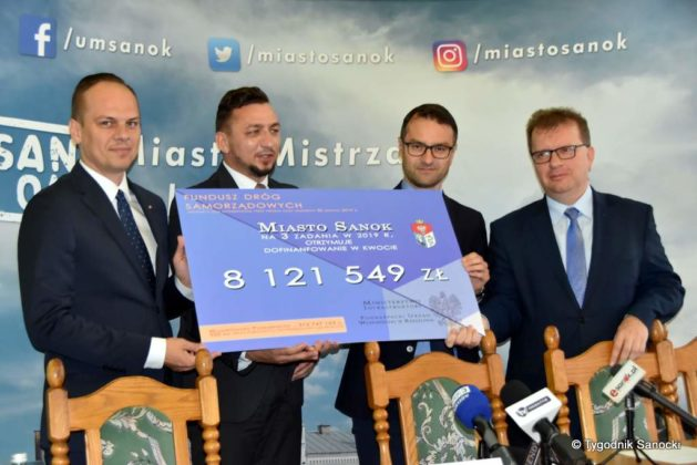 konferencja 28 629x420 - Ponad 8 milionów złotych dla Sanoka