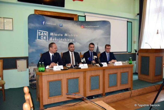 konferencja 3 629x420 - Ponad 8 milionów złotych dla Sanoka