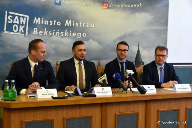 konferencja 7 629x420 - Ponad 8 milionów złotych dla Sanoka