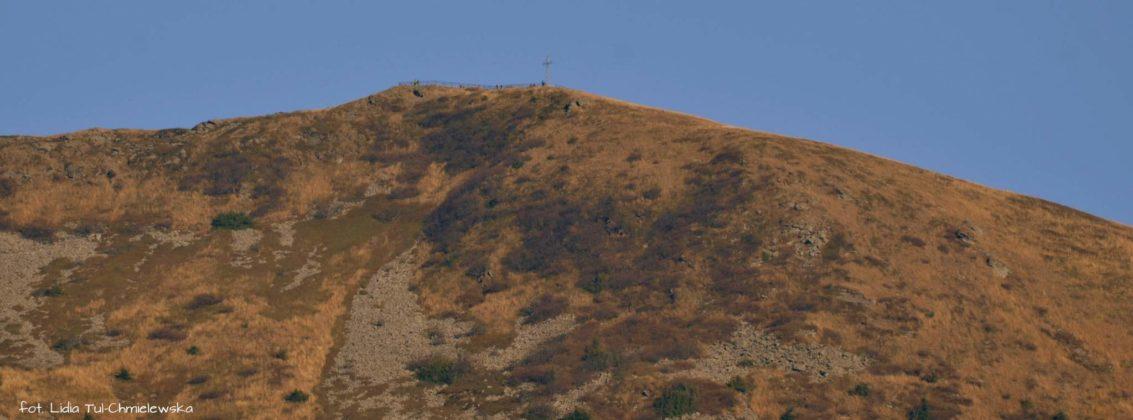 ludziki na szczycie Tarnicy 1133x420 - Jesień w Bieszczadach - fotogaleria