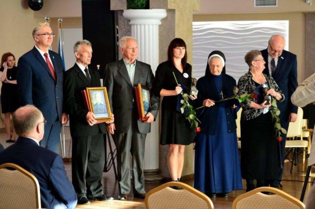 nagroda dla Sanitas 7 632x420 - Działania Sanitas docenione przez włodarzy Powiatu Brzozowskiego