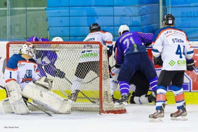 Foto Tomasz SowaIMG 3640 630x420 - Zwycięski dublet Niedźwiadków po bardzo zaciętych meczach