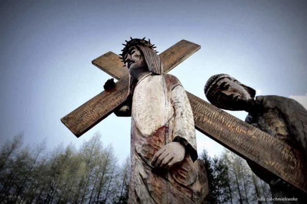 Stacja V Antoni Łuczka 632x420 - Droga Krzyżowa w Zagórzu. A rzeźby same Ci opowiedzą