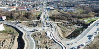W 22 23 25 26 listopada 2019 r. planowane są prace związane z wykonywaniem nawierzchni oraz krawężników na jezdni południowej ronda nr 1 1 324x160 - Tygodnik Sanocki