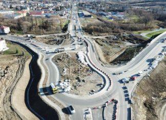 W 22, 23, 25, 26 listopada 2019 r. planowane są prace związane z wykonywaniem nawierzchni oraz krawężników na jezdni południowej ronda nr 1
