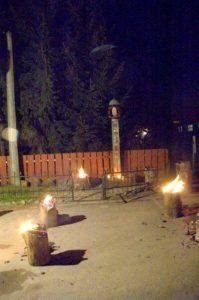 Zakapiorskie Zaduszki 199x300 - Kapliczka pamięci w Cisnej rozjaśniała w blasku płomieni zniczy
