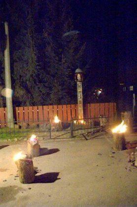 Zakapiorskie Zaduszki 278x420 - Kapliczka pamięci w Cisnej rozjaśniała w blasku płomieni zniczy