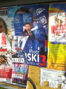 banery 1 225x300 - Plakaty wyborcze nadal wiszą i szpecą miasto