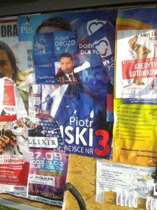 banery 1 315x420 - Plakaty wyborcze nadal wiszą i szpecą miasto
