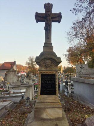 cmentarz10 315x420 - Spacer postarych cmentarzach wSanoku