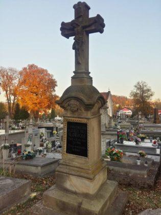 cmentarz11 315x420 - Spacer postarych cmentarzach wSanoku