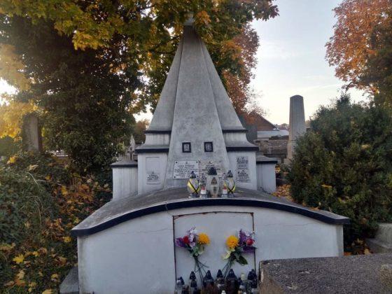 cmentarz12 560x420 - Spacer postarych cmentarzach wSanoku