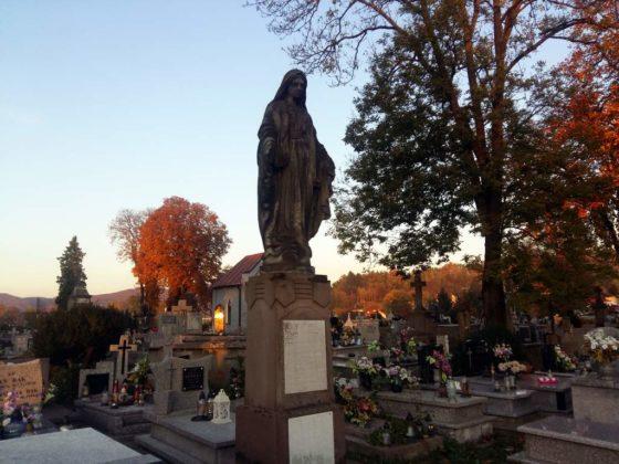 cmentarz13 560x420 - Spacer postarych cmentarzach wSanoku