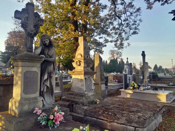 Spacer po starych cmentarzach w Sanoku