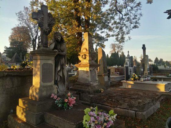 cmentarz6 560x420 - Spacer postarych cmentarzach wSanoku