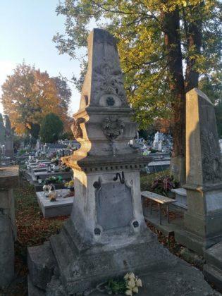 cmentarz7 315x420 - Spacer postarych cmentarzach wSanoku