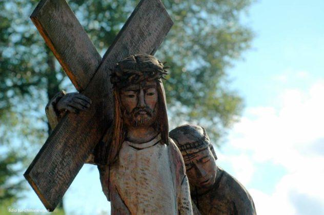 droga krzyżowa Zagórz 11 632x420 - Droga Krzyżowa w Zagórzu. A rzeźby same Ci opowiedzą