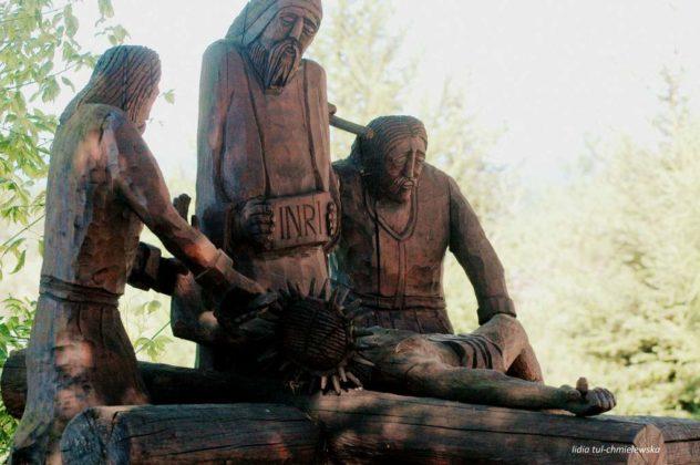 droga krzyżowa Zagórz 5 632x420 - Droga Krzyżowa w Zagórzu. A rzeźby same Ci opowiedzą
