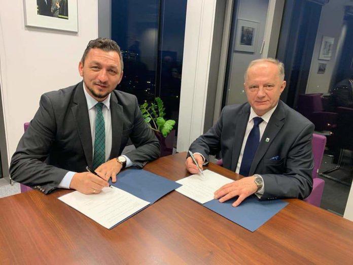 Burmistrzem miasta Kętrzyn Ryszardem Niedziółką podpisałem porozumienie