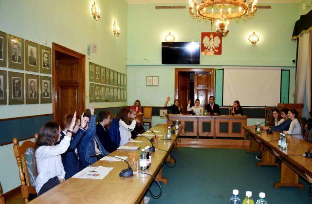 rada2 641x420 - Młodzieżowa Rada Miasta Sanoka - II posiedzenie