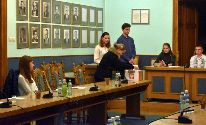 rada4 693x420 - Młodzieżowa Rada Miasta Sanoka - II posiedzenie