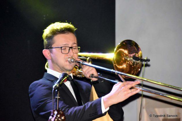 Andrzejki Dukla zespół z Rzeszowa 18 630x420 - Festiwal Wielu Kultur w Dukli. Węgry, Ukraina i Polska - zespoły pełne energii