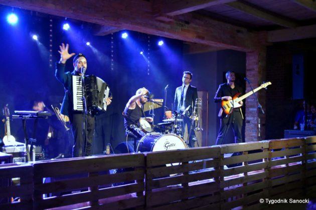 Andrzejki Dukla zespół z Rzeszowa 21 630x420 - Festiwal Wielu Kultur w Dukli. Węgry, Ukraina i Polska - zespoły pełne energii