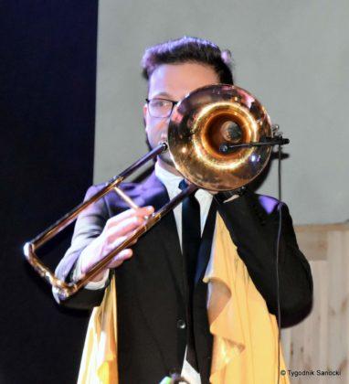 Andrzejki Dukla zespół z Rzeszowa 22 382x420 - Festiwal Wielu Kultur w Dukli. Węgry, Ukraina i Polska - zespoły pełne energii