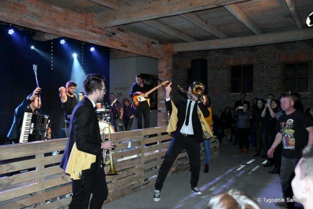 Andrzejki Dukla zespół z Rzeszowa 27 630x420 - Festiwal Wielu Kultur w Dukli. Węgry, Ukraina i Polska - zespoły pełne energii