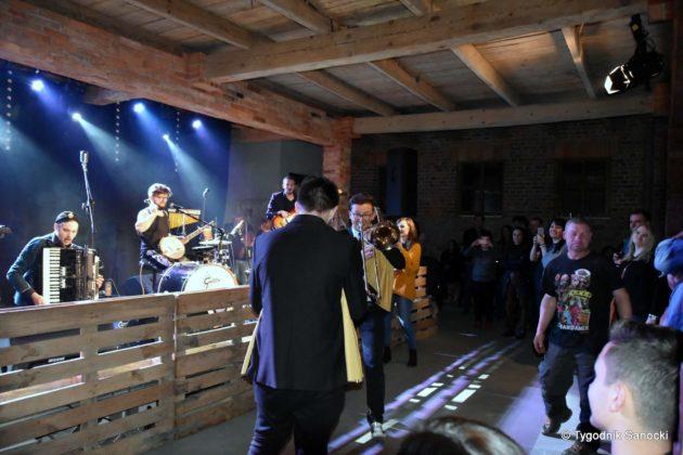 Andrzejki Dukla zespół z Rzeszowa 28 630x420 - Festiwal Wielu Kultur w Dukli. Węgry, Ukraina i Polska - zespoły pełne energii