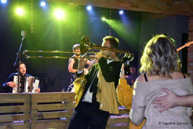 Andrzejki Dukla zespół z Rzeszowa 34 630x420 - Festiwal Wielu Kultur w Dukli. Węgry, Ukraina i Polska - zespoły pełne energii