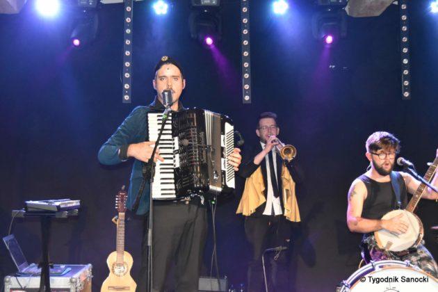 Andrzejki Dukla zespół z Rzeszowa 48 630x420 - Festiwal Wielu Kultur w Dukli. Węgry, Ukraina i Polska - zespoły pełne energii