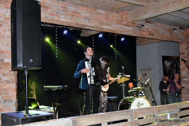 Andrzejki Dukla zespół z Rzeszowa 6 630x420 - Festiwal Wielu Kultur w Dukli. Węgry, Ukraina i Polska - zespoły pełne energii