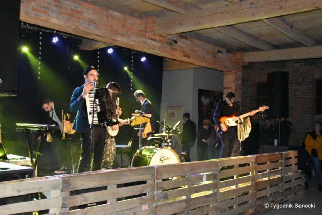 Andrzejki Dukla zespół z Rzeszowa 8 630x420 - Festiwal Wielu Kultur w Dukli. Węgry, Ukraina i Polska - zespoły pełne energii