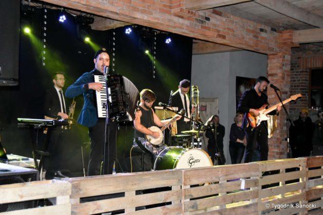 Andrzejki Dukla zespół z Rzeszowa 9 630x420 - Festiwal Wielu Kultur w Dukli. Węgry, Ukraina i Polska - zespoły pełne energii