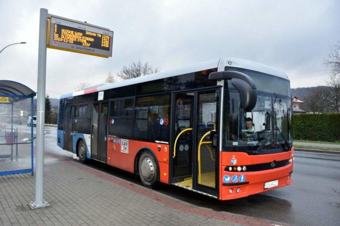 Dodatkowe kursy autobusów i zmiany cen biletów