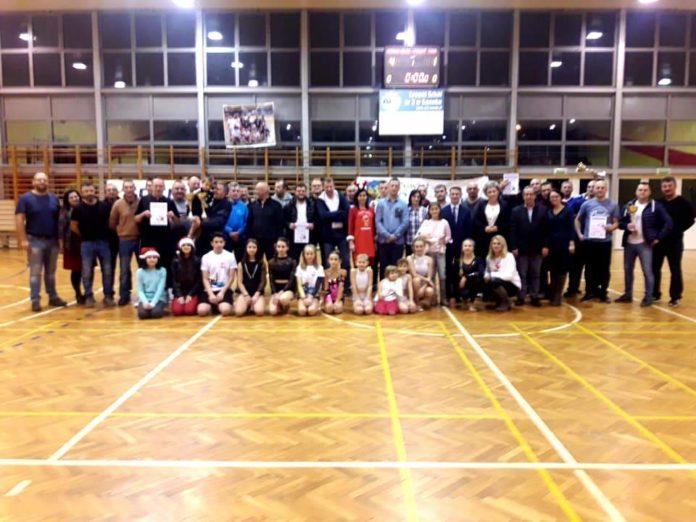 III Charytatywny Turniej Mikołajkowy SHLPN zakończył się zwycięstwem Harnasi, którzy w finale pokonali 4-1 Powiat Sanocki. Miejsce 3. zajęła łączona ekipa Nauczycieli ZS3/ZS5. Wszystkie drużyny zagrały dla podopiecznej Fundacji