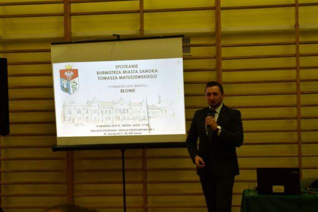 błonie spotkanie z mieszkańcami 1 629x420 - Przychodnie powinny zostać miejskie. Spotkanie burmistrza z mieszkańcami dzielnicy Błonie
