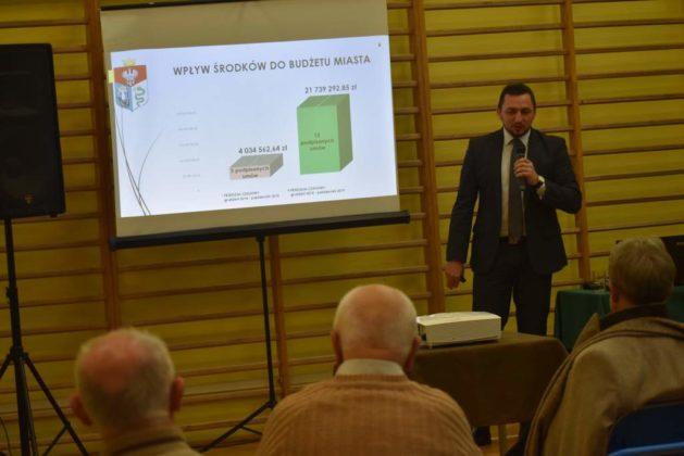 błonie spotkanie z mieszkańcami 12 629x420 - Przychodnie powinny zostać miejskie. Spotkanie burmistrza z mieszkańcami dzielnicy Błonie