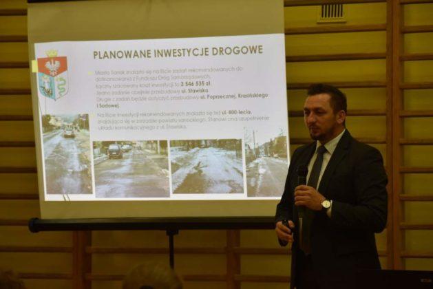 błonie spotkanie z mieszkańcami 20 629x420 - Przychodnie powinny zostać miejskie. Spotkanie burmistrza z mieszkańcami dzielnicy Błonie