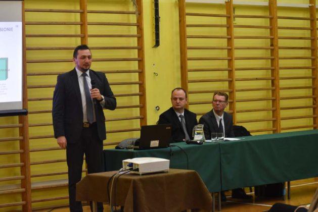 błonie spotkanie z mieszkańcami 24 629x420 - Przychodnie powinny zostać miejskie. Spotkanie burmistrza z mieszkańcami dzielnicy Błonie