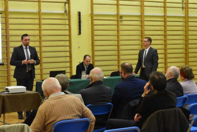 błonie spotkanie z mieszkańcami 31 629x420 - Przychodnie powinny zostać miejskie. Spotkanie burmistrza z mieszkańcami dzielnicy Błonie